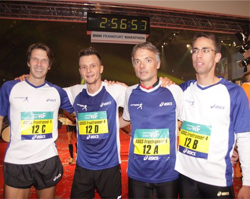 ASICS Frontrunnerstaffel v. li. n. re.: Carsten Stegner, Daniel Naumann, Dietmar Bier, Johannes Weingärtner